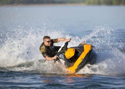 Adrenalinová jízda na vodním skútru 1h (pro držitele průkazu VMP)